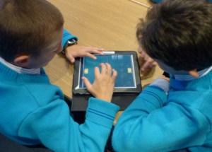 malta_tablet_two_boys